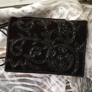 Handbags - beautiful vintage velour purse w/ beadwork